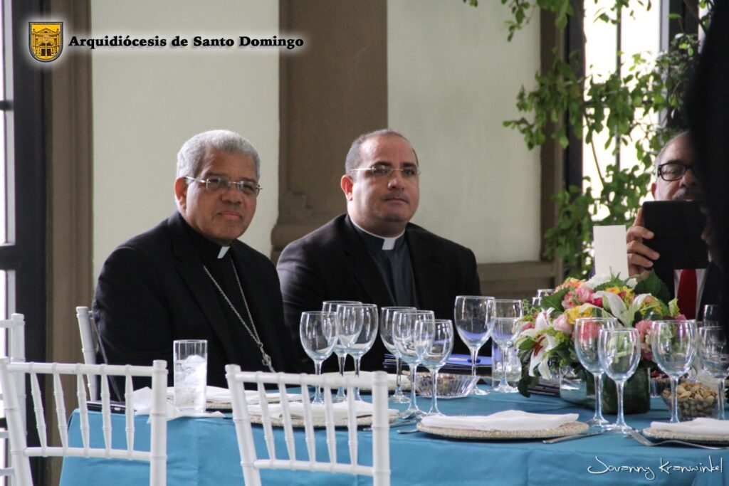 Mons. Ozoria y P. Kenndey Rodríguez
