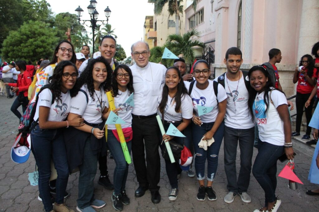 Peregrinos JMJ 2019 con Mons. Víctor Masalles