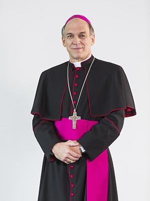 Mons. Víctor Masalle